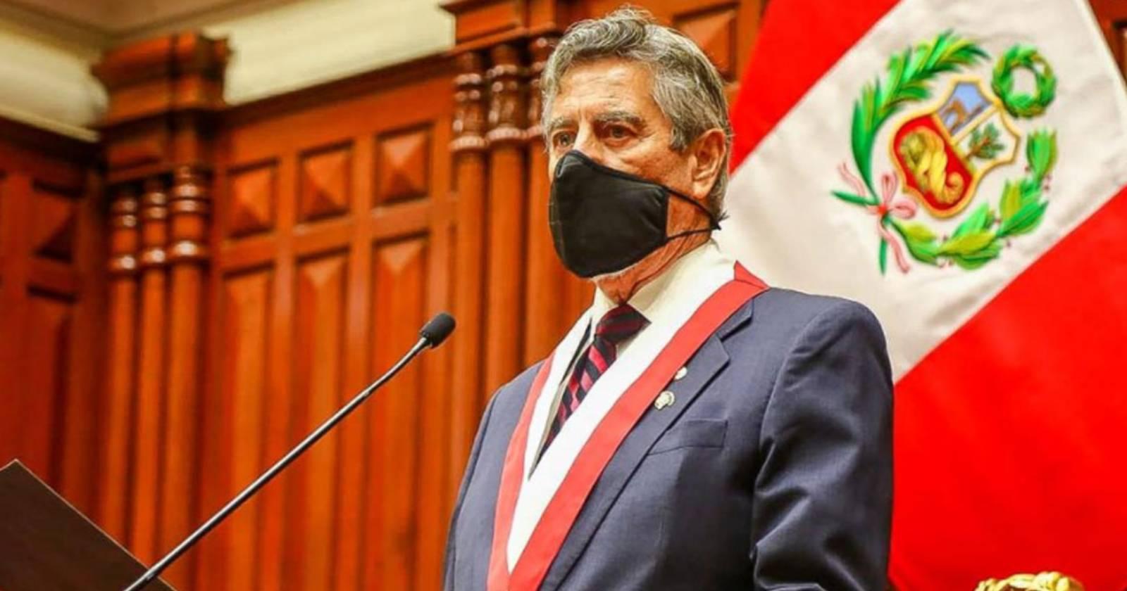 Presidente de Perú anuncia reforma a la policía tras represión a manifestantes