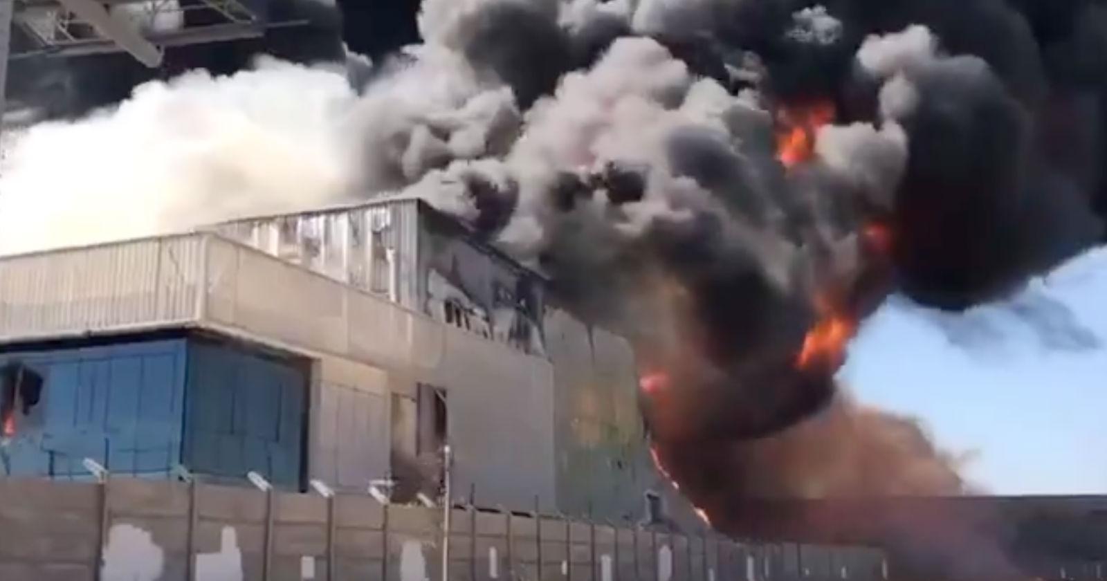 FOTOS + VIDEOS – Gigantesco incendio en bodega de Renca generó gran columna de humo