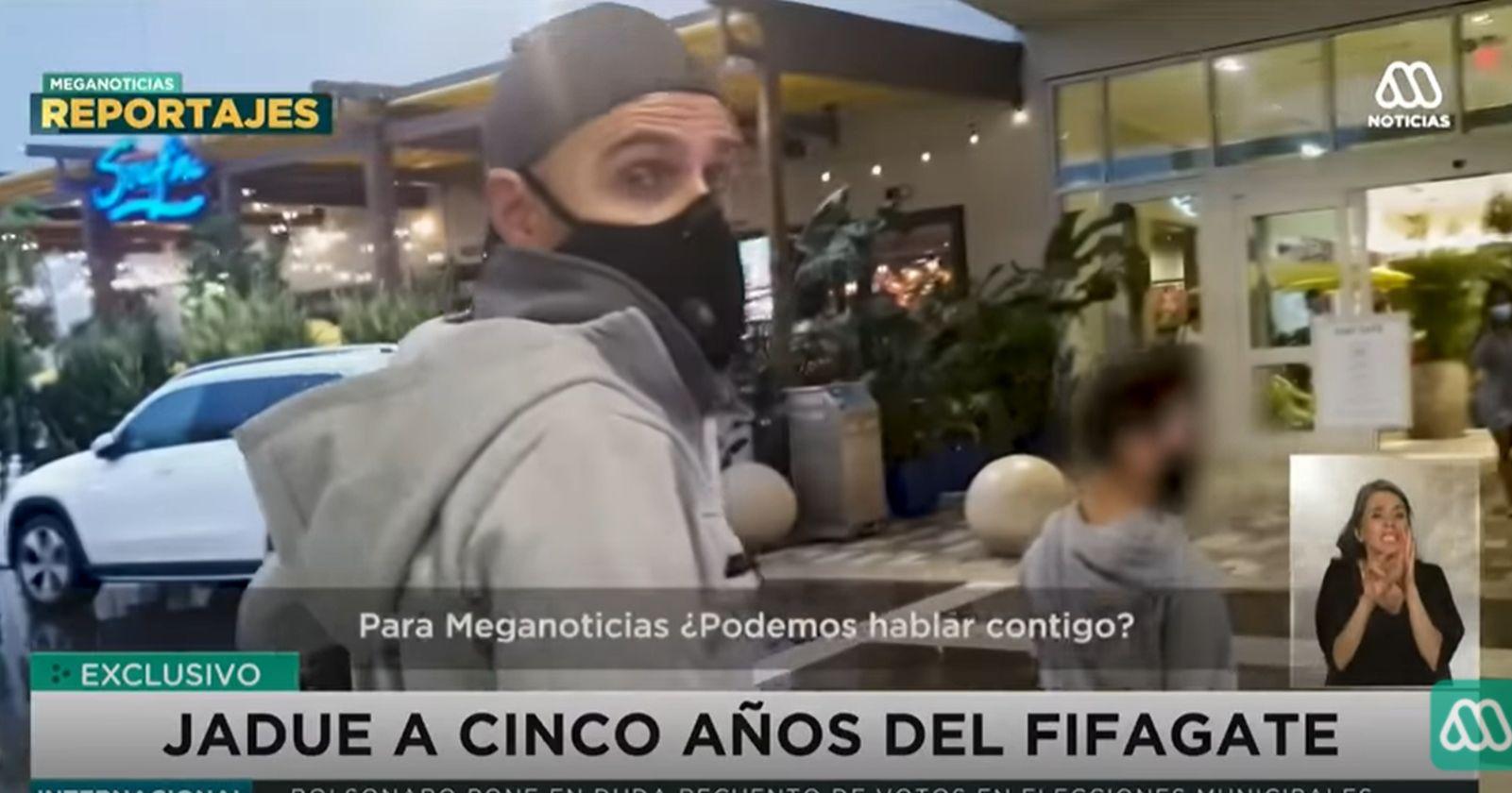 """VIDEO – """"No puedo hablar"""": Sergio Jadue le quitó el celular a periodista que lo intentó entrevistar en Miami"""