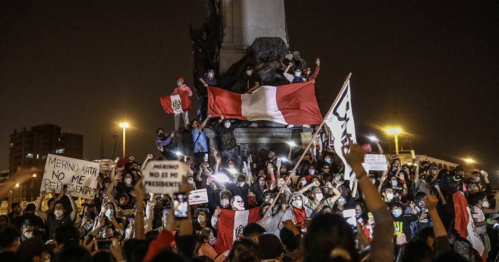 """""""Perú despertó"""": multitudinarias protestas contra el nuevo gobierno de Manuel Merino"""