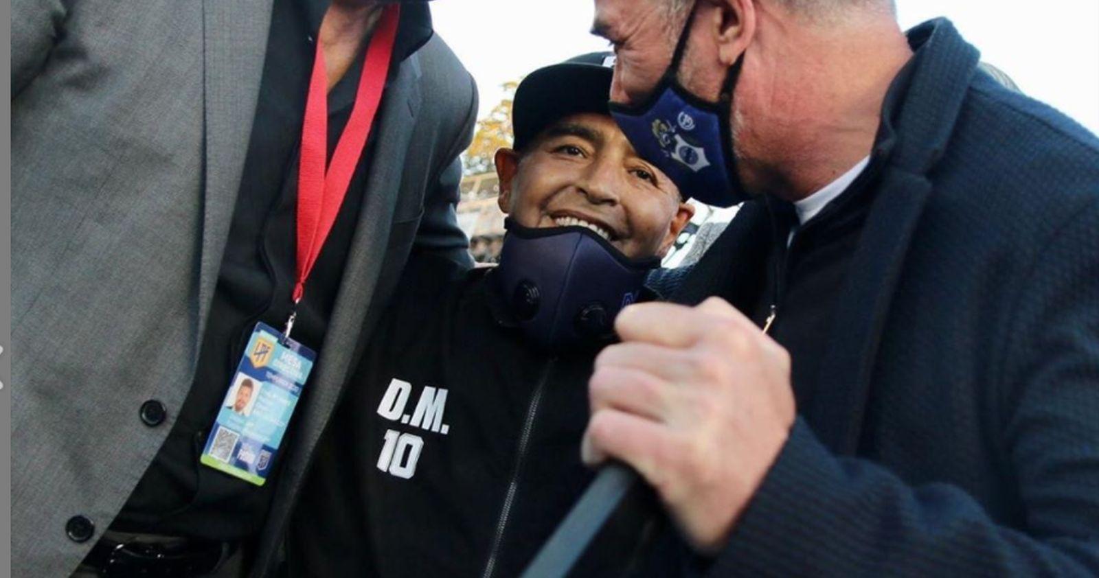 Diego Armando Maradona será operado de urgencia por un coágulo en el cerebro