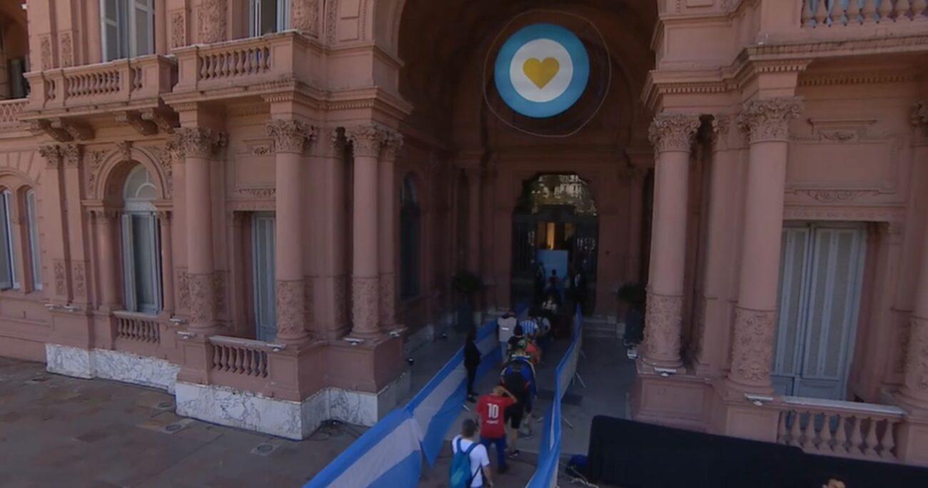 El ingreso de los hinchas a la Casa Rosada. (Foto: Casa Rosada)