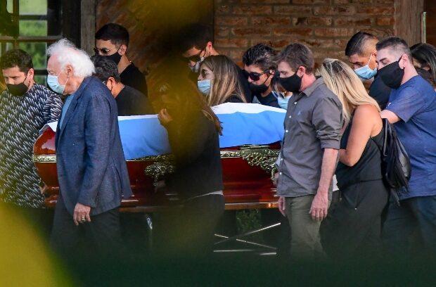 Restos de Diego Maradona descansan en cementerio Bella Vista de Buenos Aires