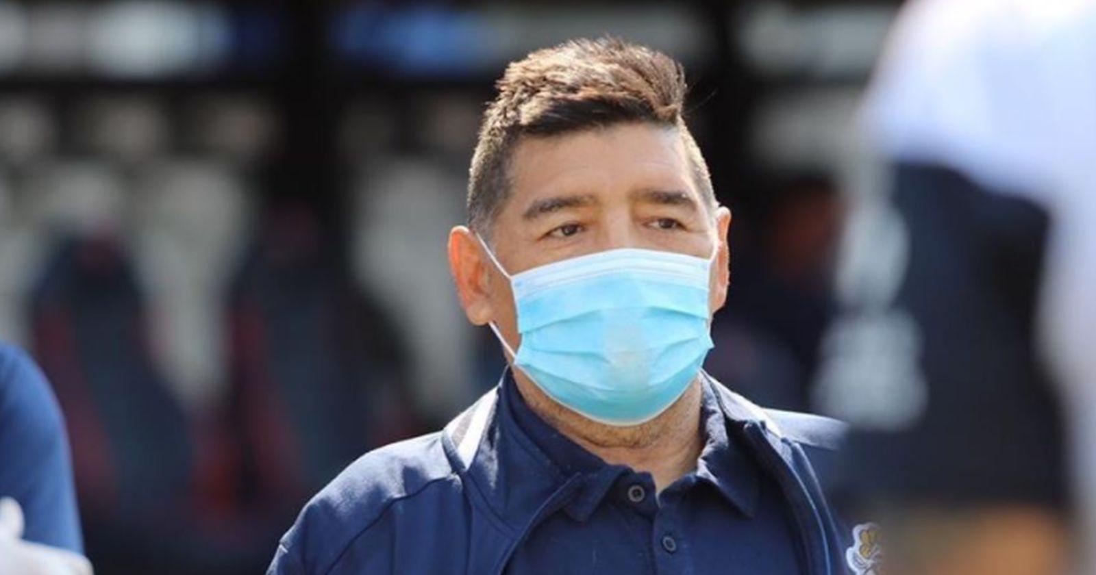 Diego Armando Maradona se recupera de su operación por un hematoma en la cabeza