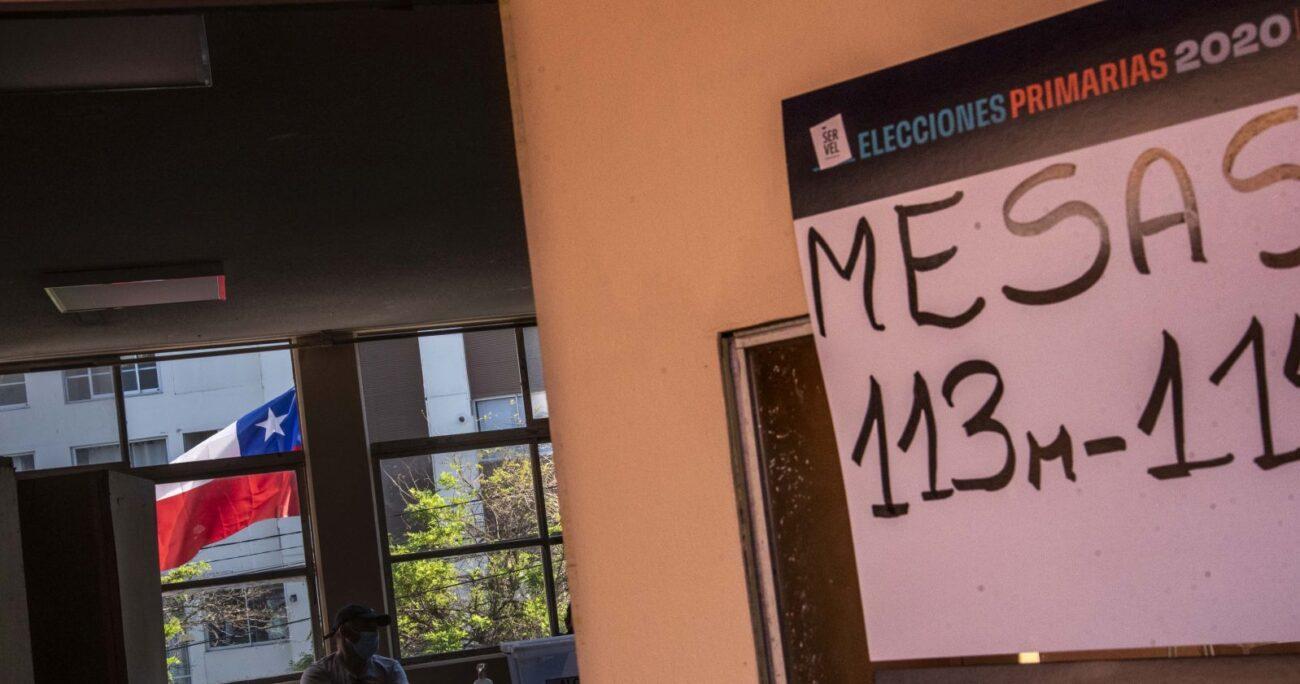 Una mesa receptora de sufragios en Valparaíso. (Foto: Agencia Uno)