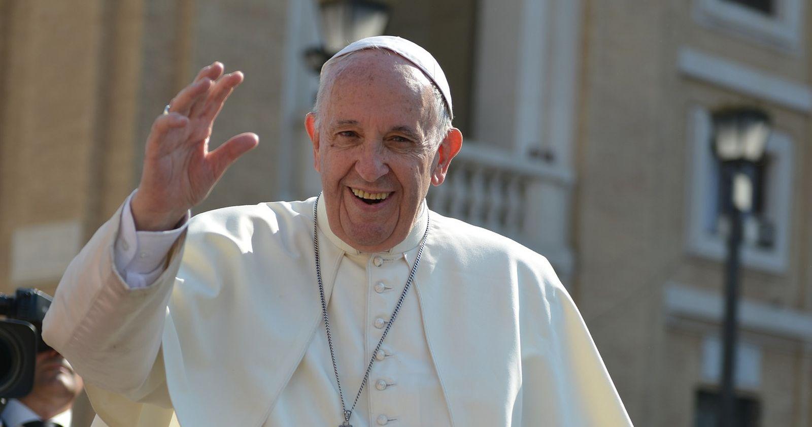 """Vaticano investiga el """"me gusta"""" del Papa Francisco a una modelo brasileña en Instagram"""