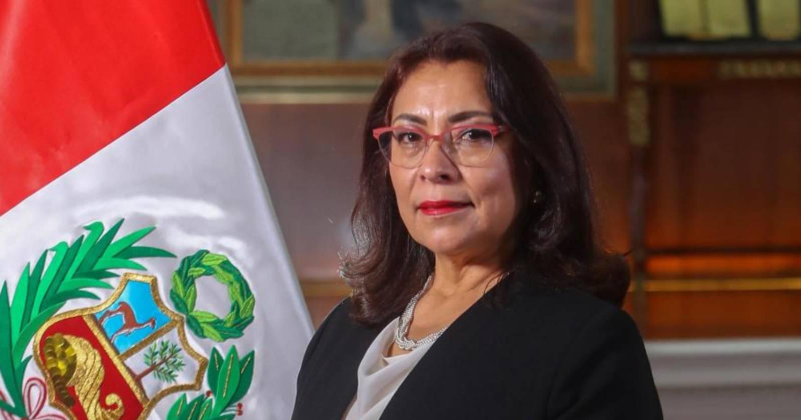 Presidente de Perú designa gabinete liderado por una abogada feminista