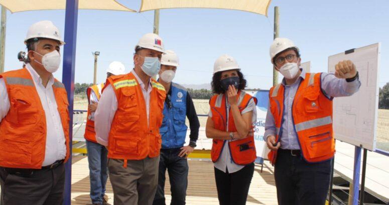Ministro Moreno constata los avances del proyecto que reforzará el suministro de agua potable en la zona sur de Santiago