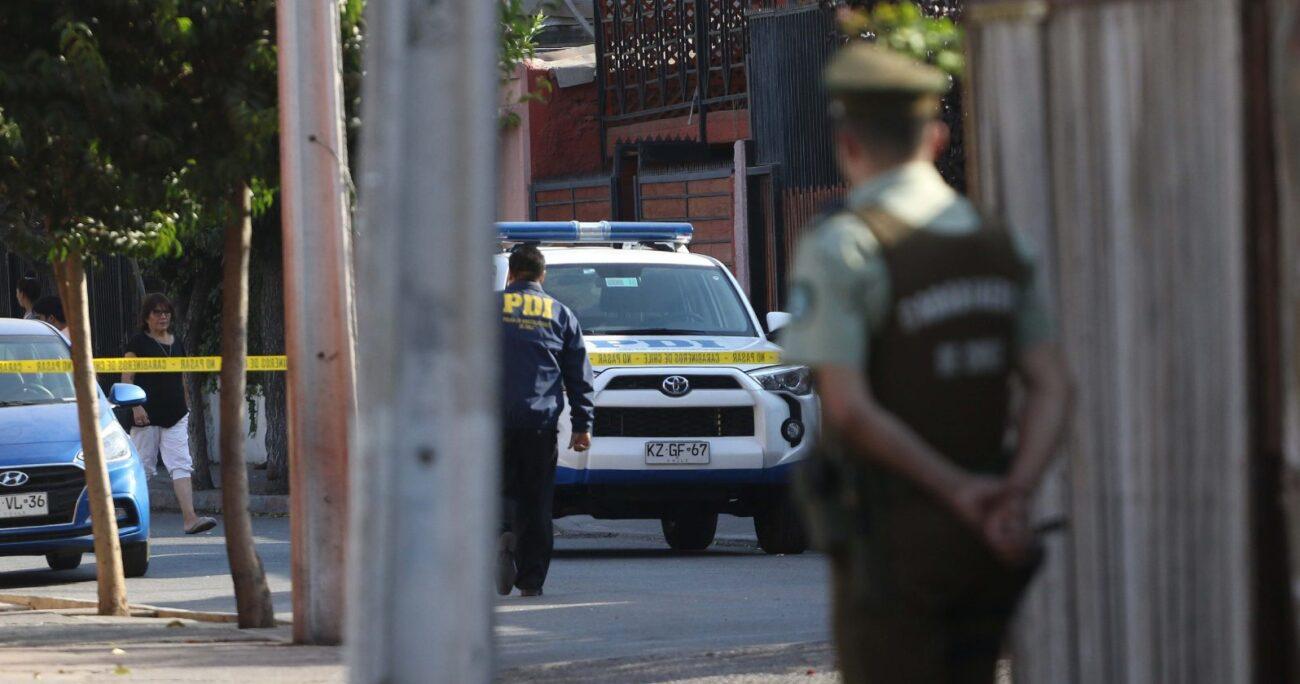 Las primeras diligencias arrojaron que la mujer tenía una data de muerte mayor. Foto Agencia Uno.