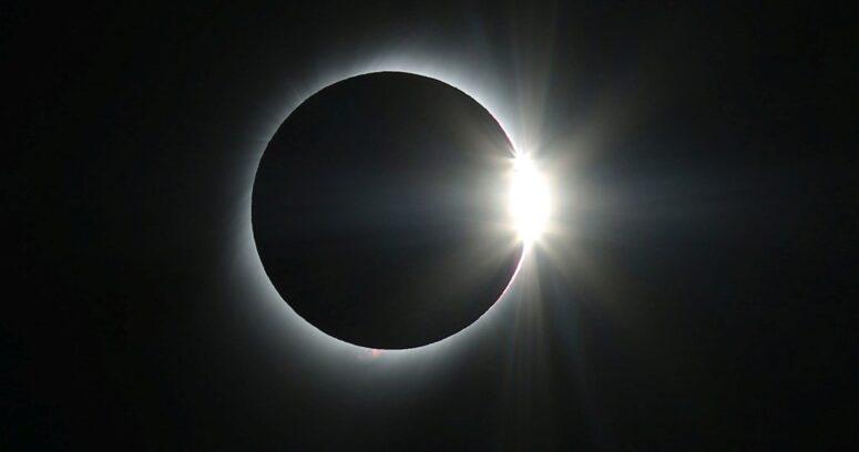Alcalde de Pucón pidió cerrar los accesos a la ciudad dos días antes del eclipse