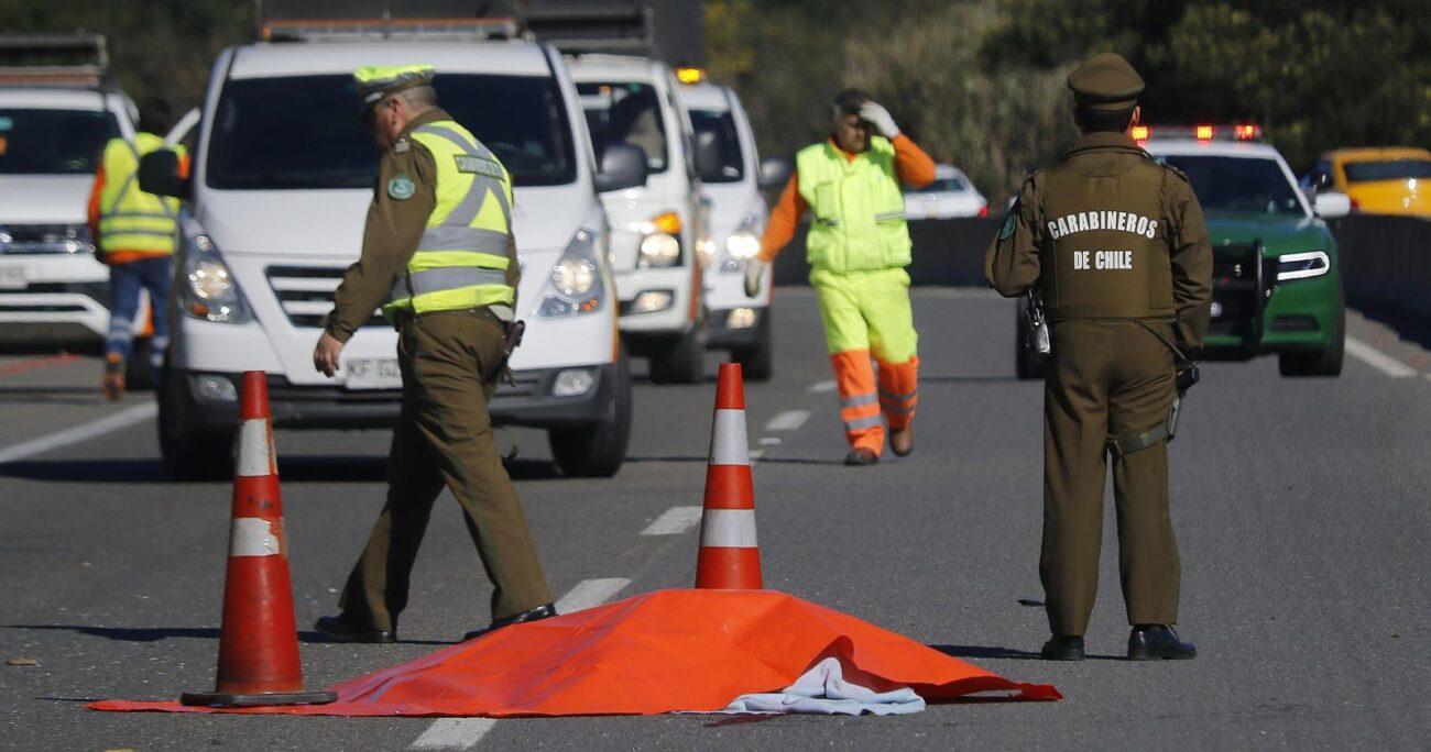 Funcionarios policiales hicieron las primeras diligencias en el lugar.  Foto: Agencia Uno.