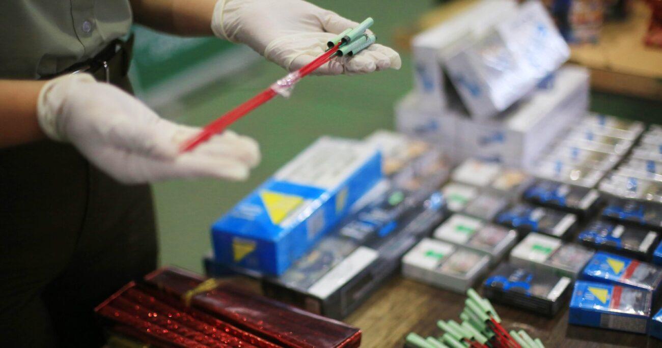 El doctor indicó que es necesario que la gente castigue socialmente a quienes usan pirotecnia. Foto: Agencia Uno.