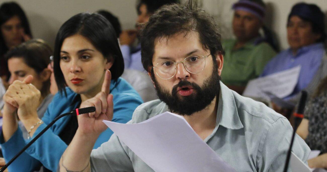 Gabriel Boric (CS) en sesión de la Comisión de Constitución de la Cámara de Diputados. Foto: Agencia Uno