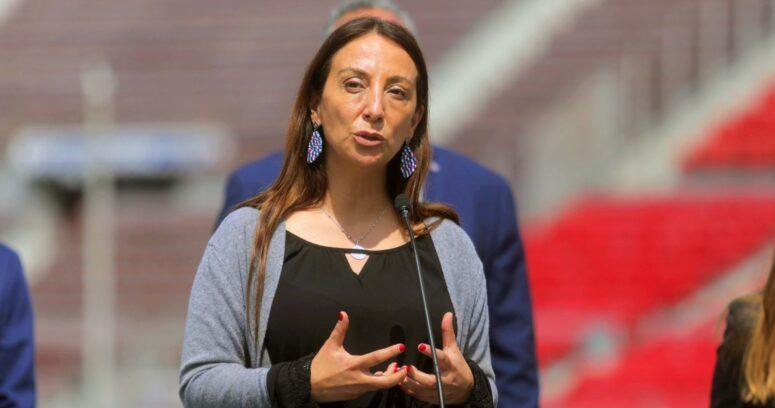 """Ministra Pérez por casos de COVID-19 en clubes: """"Da molestia que algunos se quieran pasar de listos"""""""