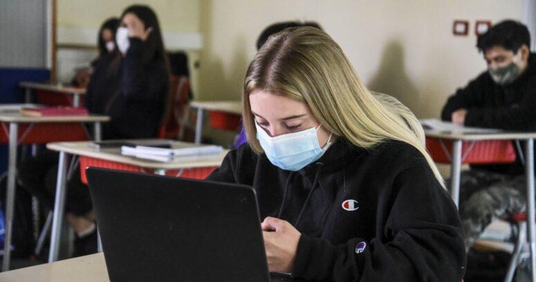 56% de los apoderados cree que los estudiantes recibieron una buena educación en pandemia