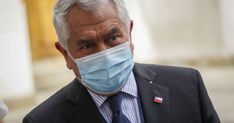 """Ministro Paris: """"Ningún niño ni profesor ha tenido coronavirus"""""""