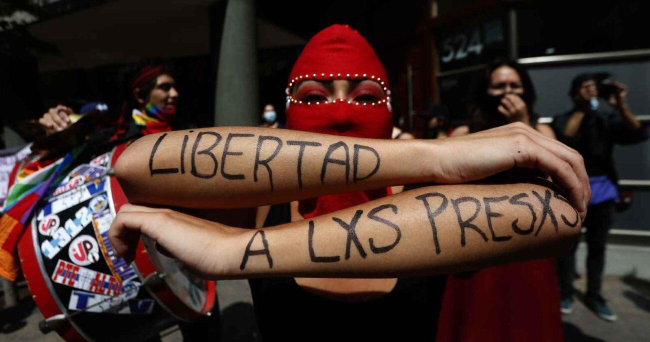 Manifestación por libertad a detenidos durante el estallido social - Foto: Agencia Uno