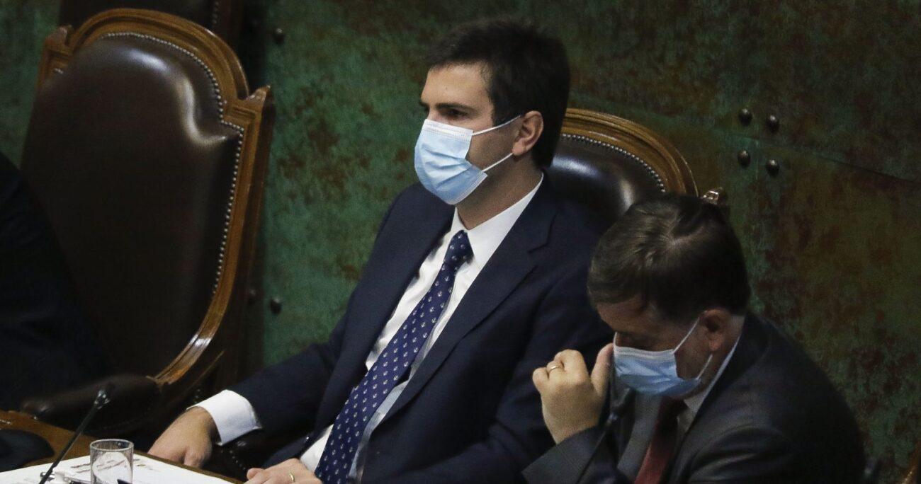 Diego Paulsen junto a Francisco Undurraga en la Cámara Baja. Fuente: Agencia Uno.