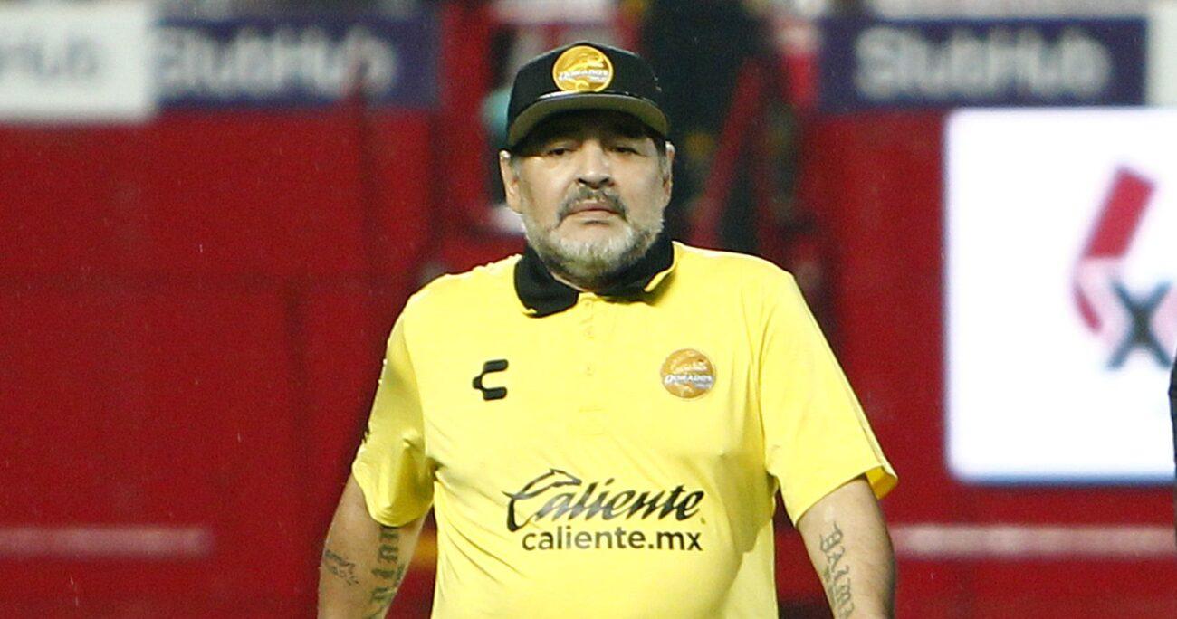 Maradona durante sus periodo como entrenador de Dorados de México. Foto: Agencia Uno