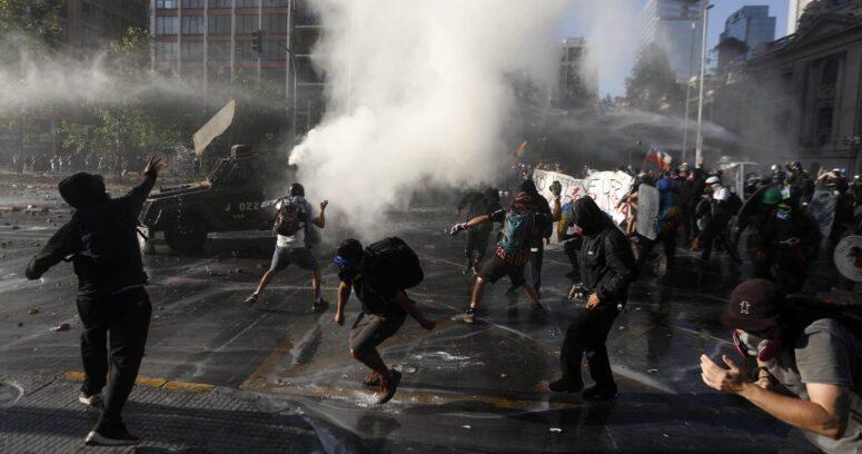 Carabineros detiene a dos personas por incidentes en el centro de Santiago