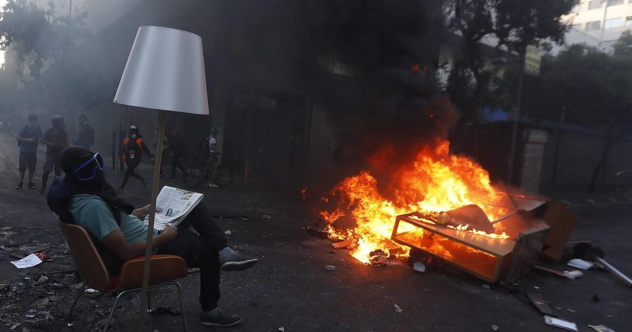 Banco Itaú fue saqueado junto a una perfumería de calle Estado. Foto: Agencia UNO
