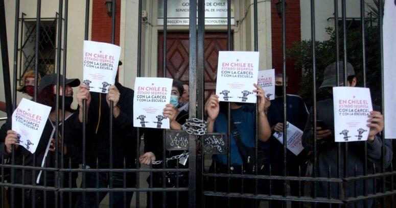 Estudiantes de la ACES se toman sede del Sename y amenazan con boicot a la prueba de transición