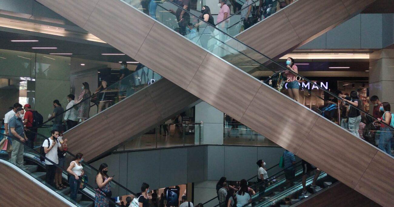 Esta jornada los distintos malls a lo largo del país registraron alta cantidad de clientes. Foto: Agencia UNO