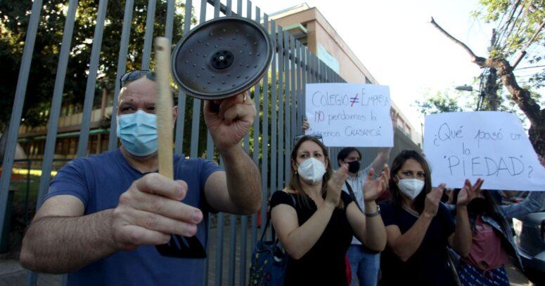 Apoderados de colegio de Ñuñoa denuncian cancelación de matrículas por no pago