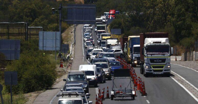 Carabineros: 44.500 vehículos han abandonado la Región Metropolitana en víspera de Año Nuevo