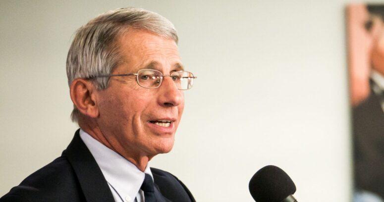 Anthony Fauci aceptó la oferta de Joe Biden y seguirá como jefe de respuesta al COVID-19 en EE.UU.