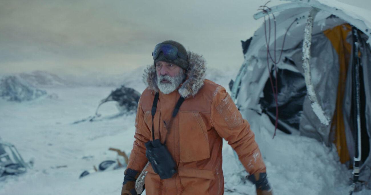 George Clooney en una escena de Cielo de Medianoche. Foto: Netflix.