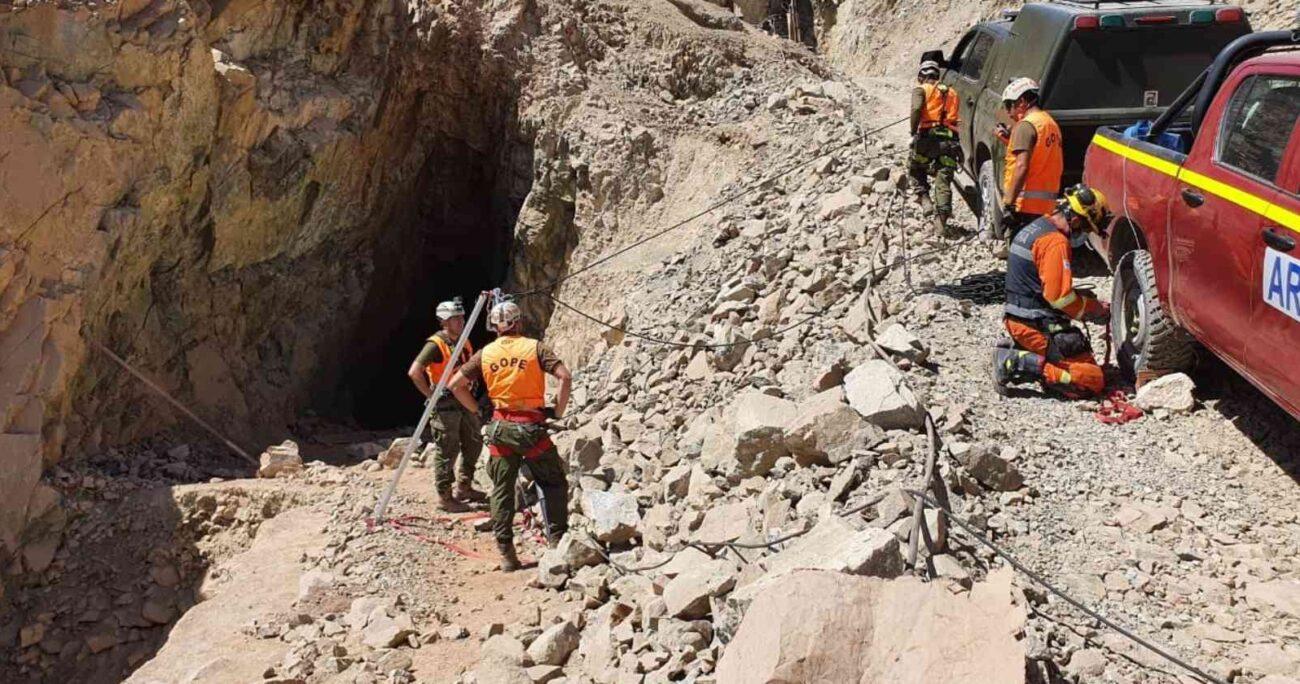 Los trabajadores afectados se encuentran con vida y a la espera de ser auxiliados. Foto: Carabineros.
