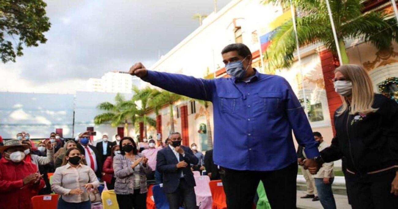 Nicolás Maduro durante un acto con adherentes. Foto: @RNVinformativa