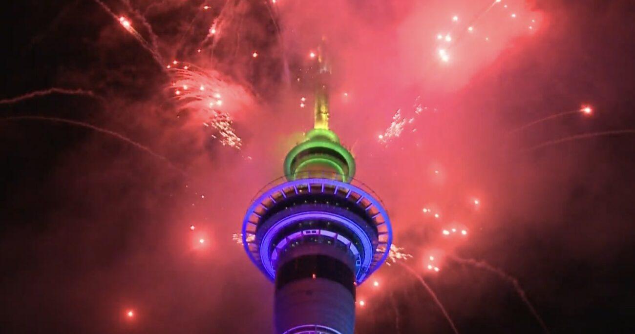 Nueva Zelanda decidió no suspender el espectáculo de fuegos artificiales. Foto: @AlertaNews24