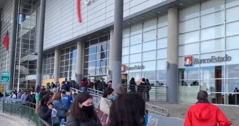 """""""Mall de Punta Arenas registra largas filas y aglomeraciones tras salida la cuarentena"""""""