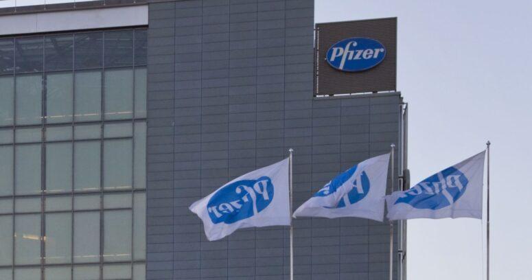 Pfizer redujo a la mitad su producción inicial de la vacuna por problemas logísticos