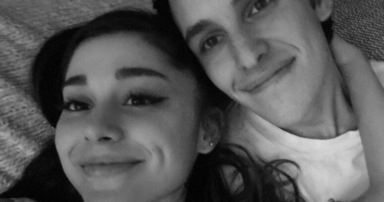"""""""Ariana Grande anunció su compromiso con Dalton Gomez tras casi un año de relación"""""""