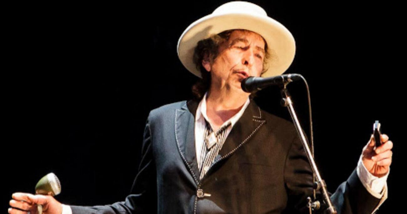 Bob Dylan en una de sus tantas presentaciones. (Foto: Dena Flows)