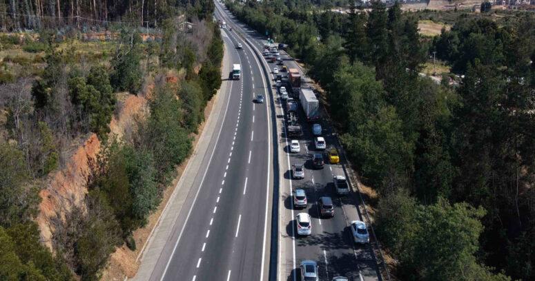 Más de 101 mil vehículos salieron de la Región Metropolitana este fin de semana de Navidad