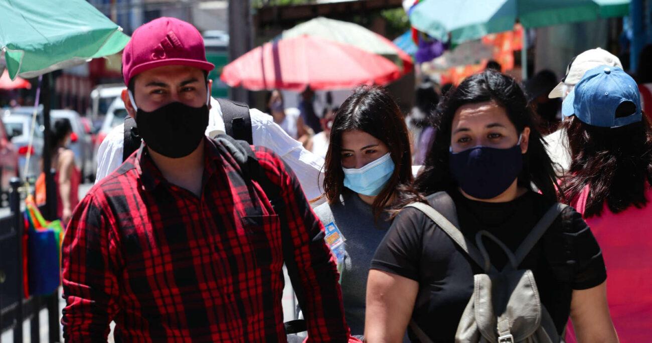 Gente usando mascarillas. Foto: Agencia Uno.