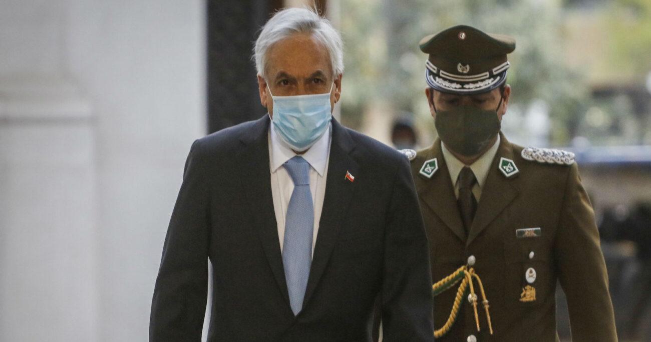 El Mandatario ingresando este lunes al Palacio de La Moneda. (Foto: Agencia Uno)