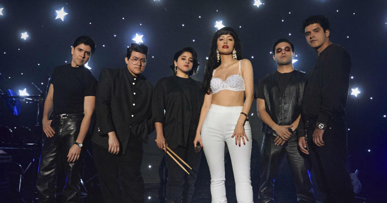 Christian Serratos junto a la banda que acompaña a Selena. (Foto: Netflix)