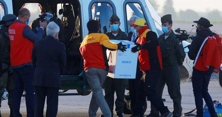 Llegaron las primeras 10 mil dosis de la vacuna Pfizer-BioNTech a Chile
