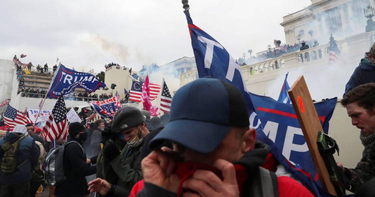 Los seguidores de Trump fueron enfrentados por agentes de seguridad. Foto: @elcomercio.com