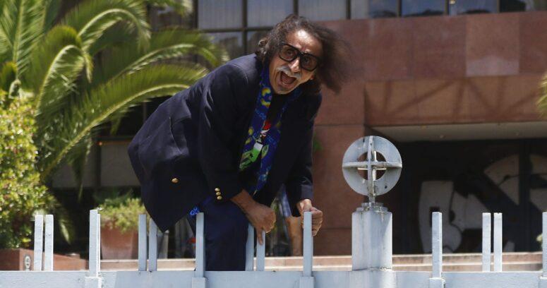 Comisión de Ética sanciona a Florcita Alarcón por exhibir cartel ofensivo durante sesión