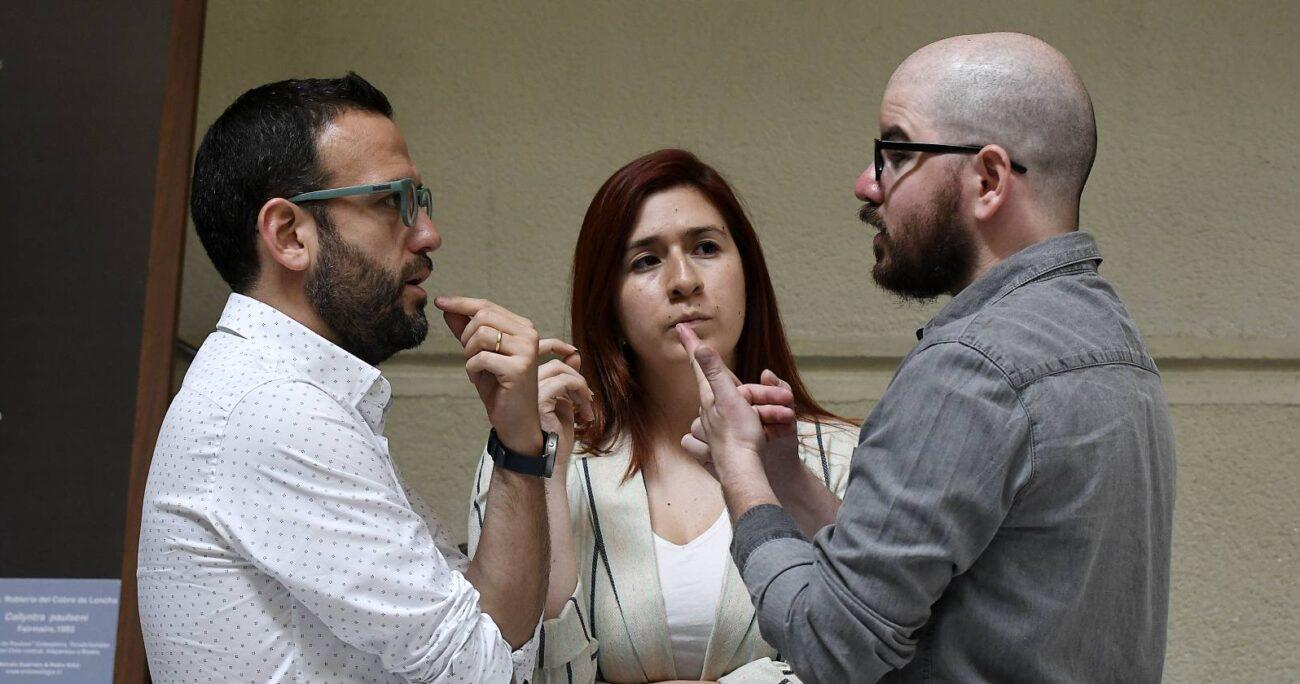 Pablo Vidal (izq.) y Natalia Castillo renunciaron a RD tras el pacto con el PC que excluyó a otros partidos de oposición. Fuente: Agencia Uno.