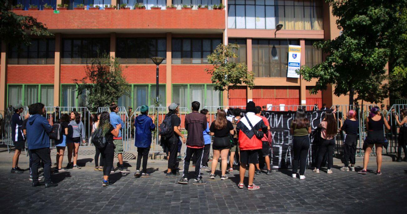 Una protesta frente a un local de rendición de la PSU en 2020. Foto: Agencia Uno
