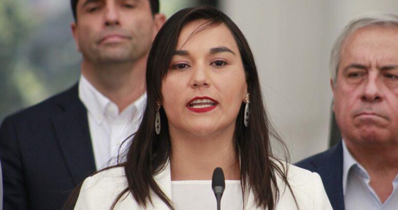 """Izkia Siches cuestiona distribución """"inentendible"""" de vacunas entre funcionarios de la salud"""