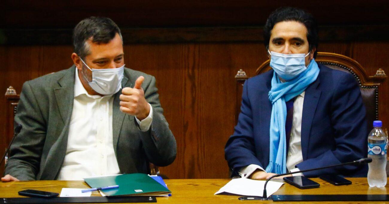 Sebastián Sichel (izq) e Ignacio Briones (der) en la Cámara de Diputados. Foto: Agencia Uno.