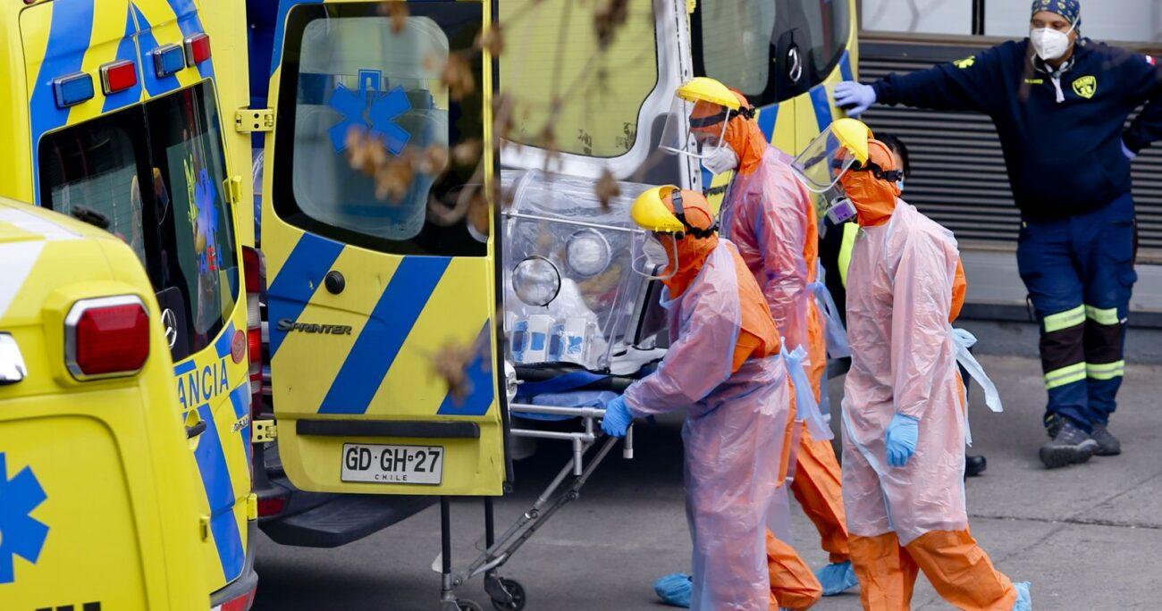 Un paciente con coronavirus trasladado en ambulancia. Foto: Agencia Uno
